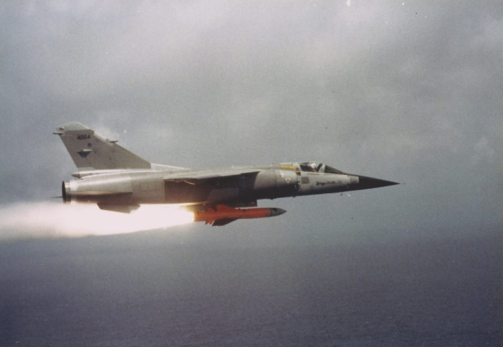 Allumage du moteur du missile (Martel ) début de la séparation d'avec l'avion.